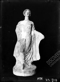 Terracotta from Tanagra: woman statuette